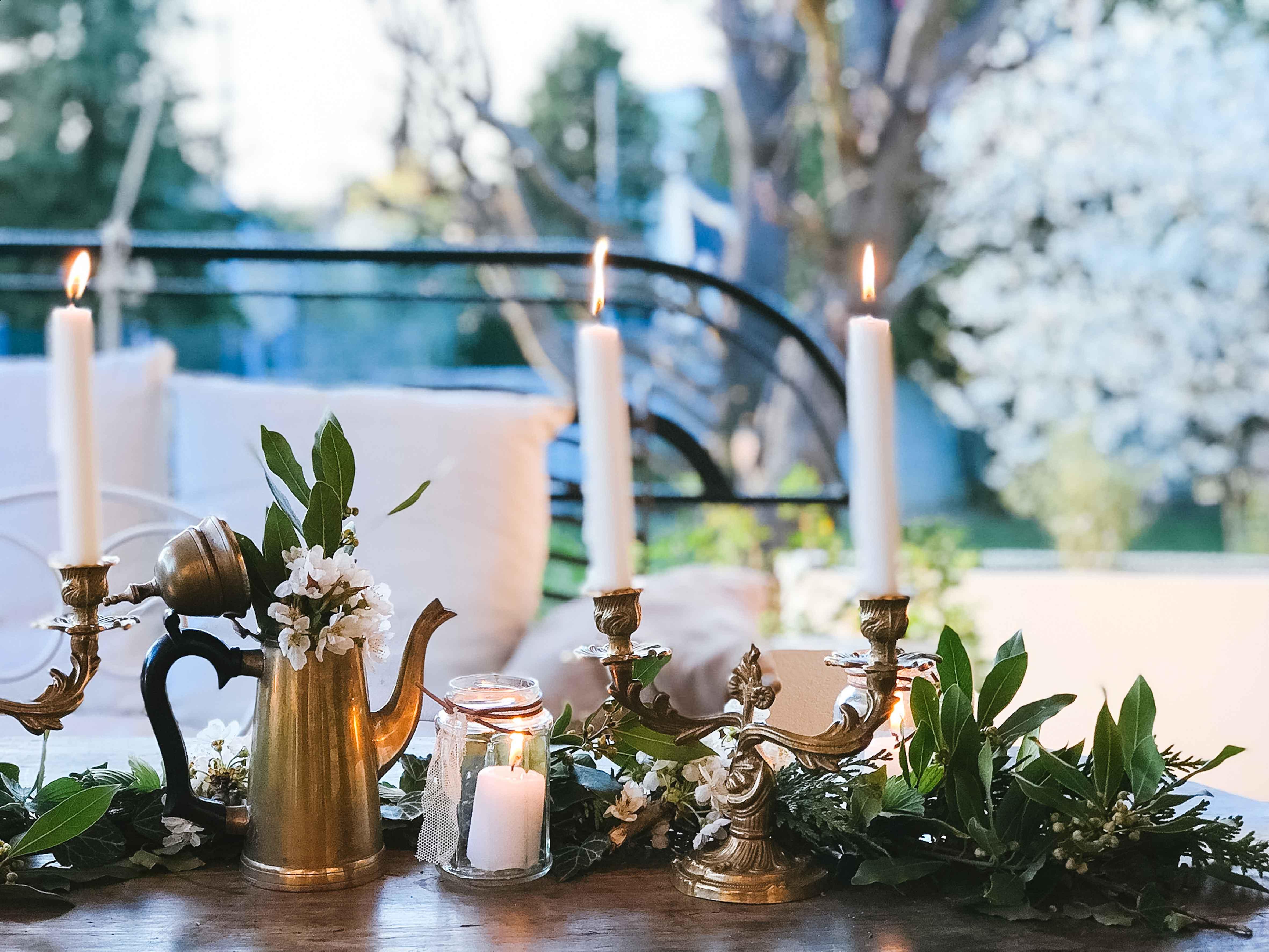 decoration-vegetale-chemin-table-mariage-fleurs
